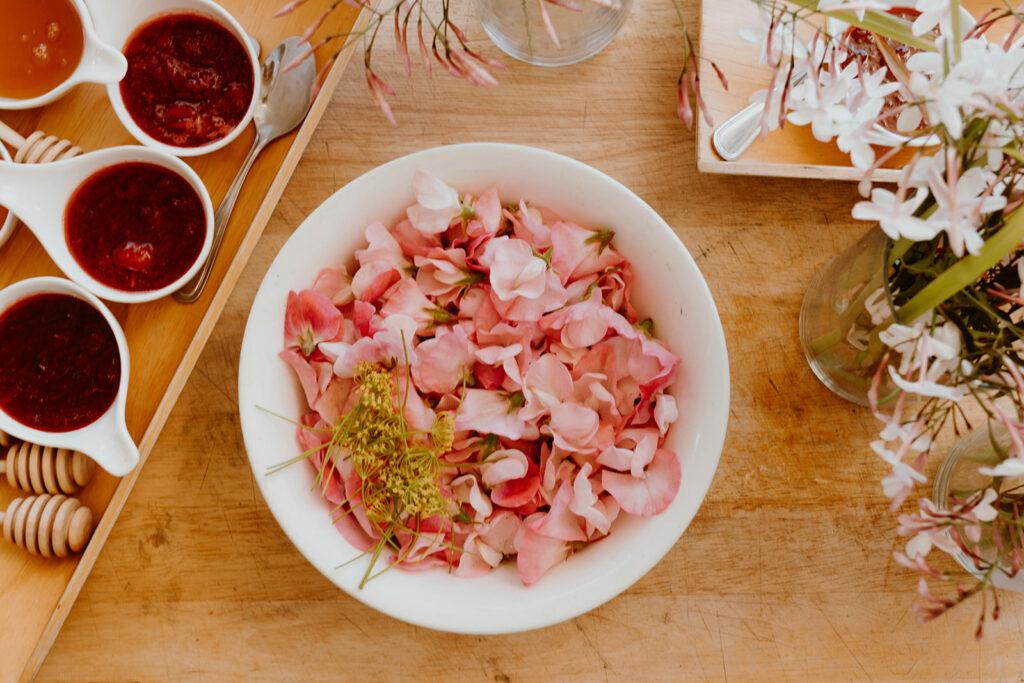 Bowl of radish vinegaerette